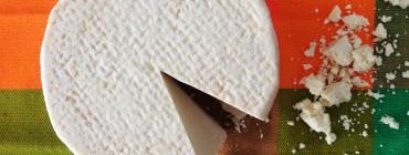 queso-desmoronado-y-mantel